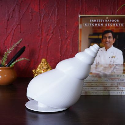Silk White Conch Shell Table Lamp
